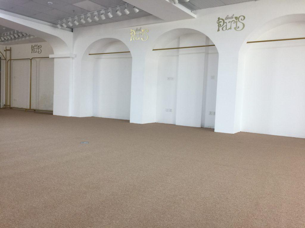 Không gian cửa hàng, văn phòng trở nên thu hút hơn khi được trải thảm văn phòng Na